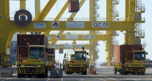شركات سعودية تهرب البضائع إلى قطر
