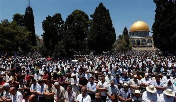 300 ألف فلسطيني يؤدون صلاة الجمعة الثالثة من رمضان باالمسجد الاقصى