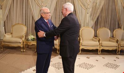 لقاء ظريف – السبسي يبحث سبل حل أزمات سوريا واليمن والخليج