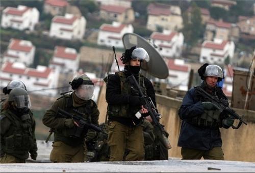 الاحتلال الصهيوني يعتقل 11 فلسطينيا بينهم وزير سابق