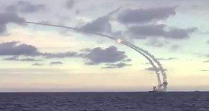 """سفن حربية روسية تطلق صواريخ على مواقع لـ""""داعش"""" في سوريا"""