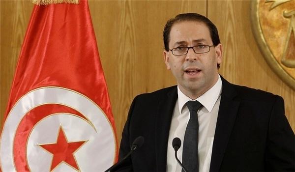 رئيس وزراء تونس يعاقب عشرات المسؤولين ضمن حملة على الفساد