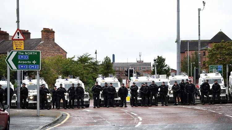 أعمال عنف واشتباكات مع الشرطة بإيرلندا الشمالية