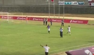 بالفيديو: في تركيا.. لقطة طريفة غير مسبوقة في ملاعب الكرة