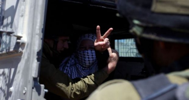 الاحتلال يعتقل مسنّة بزعم محاولة طعن قرب رام الله