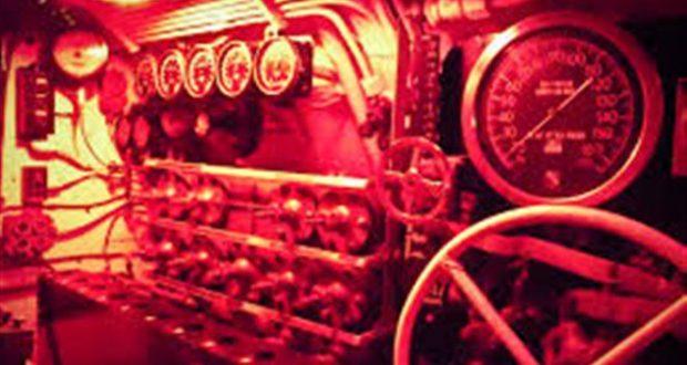 لماذا يُستعمل الضوء الأحمر داخل الغواصات؟
