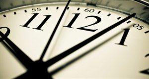 اليكم تاريخ تأخير الساعة ساعة واحدة في لبنان