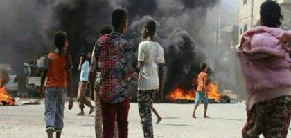 بأموال وأسلحة سعودية وإماراتية .. مواجهات عنيفة بين فصائل متناحرة من المرتزقة في عدن