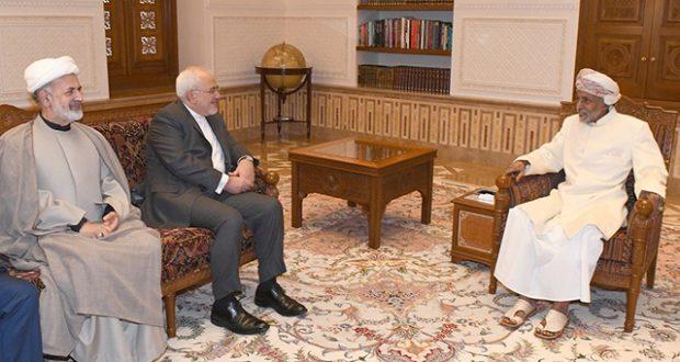 السلطان قابوس يلتقي ظريف في عمان ويبحثان أوجه التعاون بين السلطنة وإيران
