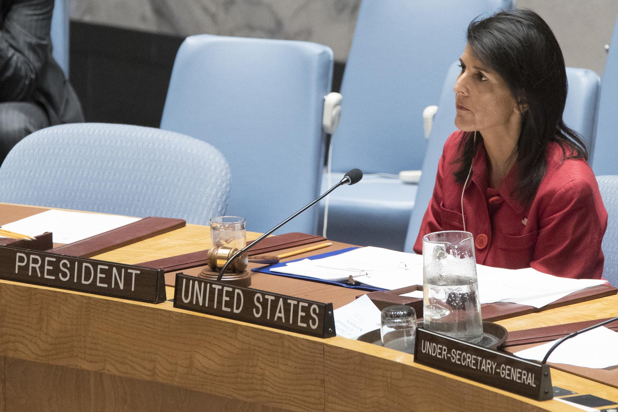 هايلي تدعو مجلس الأمن الى الاقتداء بالموقف الأميركي حيال إيران.. والروسي يهزأ منها