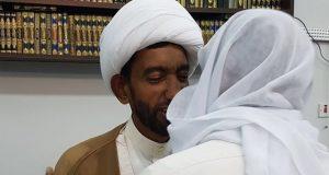 البحرين: الشيخ المبشر يعانق الحرية بعد عامين قضاهما في السجن بسبب محاضرة دينية