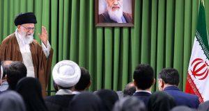 الإمام الخامنئي : إذا اقدموا على تمزيق الاتفاق النووي سنحوله إلى فتات