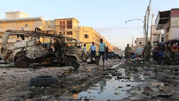عشرات الضحايا في انفجار 'هائل' بقلب العاصمة الصومالية