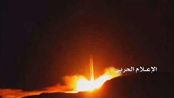 الجيش اليمني يدك مطار الملك خالد الدولي بالرياض بصاروخ 'بركان تو إتش' بعيد المدى