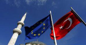 كتب كورتولوش تاييز: أسباب تحالف تركيا مع القوى الكبرى