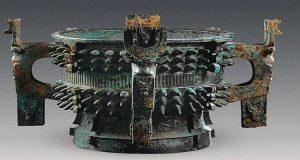 اكتشاف أوان غريبة التصميم عمرها 3 آلاف عام
