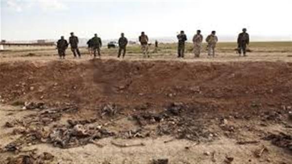 إخراج جثامين 115 مدنياً وعسكرياً أعدمهم داعش في الرقة