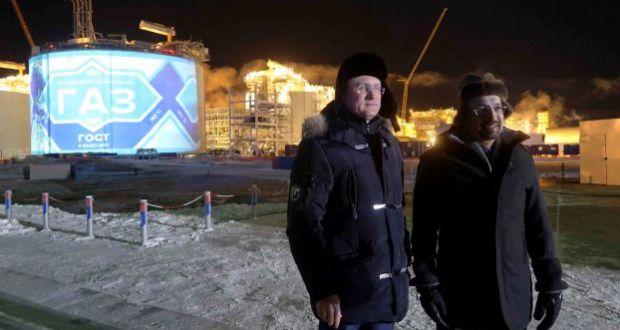 بوتين للفالح: اشتروا الغاز منا وادخروا النفط