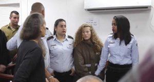 الاحتلال يمدد اعتقال الطفلة عهد التميمي لمدة يومين