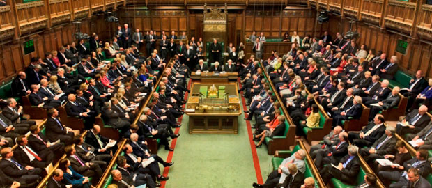 النواب البريطانيون يتبنون قانون البريكست
