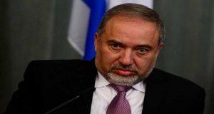 'ليبرمان' يشترط تسليم سلاح المقاومة لإعادة إعمار غزة.. و'حماس' ترد