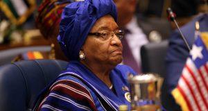 الحزب الحاكم في ليبيريا يطرد الرئيسة المنتهية ولايتها من صفوفه