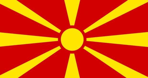 المتظاهرون في مقدونيا يحرقون علم الناتو في يوم زيارة ستولتنبرغ