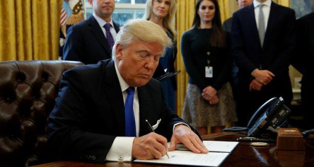 ترامب يوقع على قانون الموازنة المؤقتة لينهي إغلاقا للحكومة الاتحادية استمر ثلاثة أيام